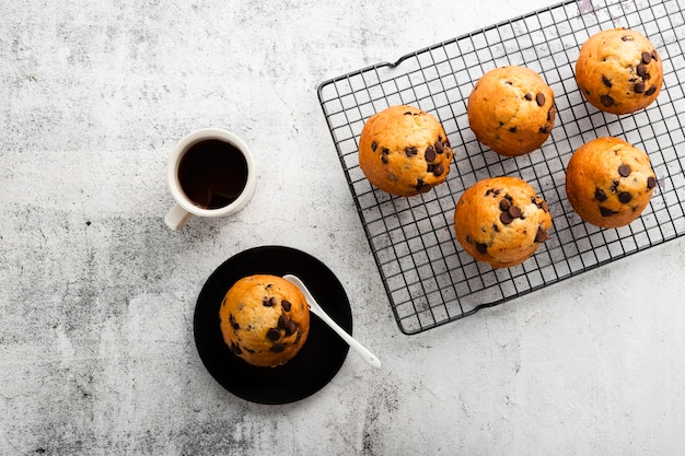 Muffins vue du dessus avec du chocolat