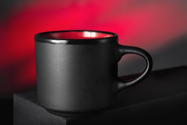 Mug noir sur rouge