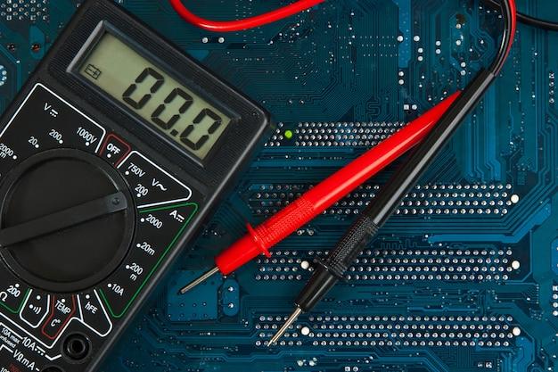 Multimètre sur circuit imprimé
