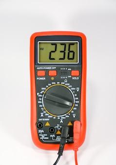 Multimètre pour mesurer divers paramètres.