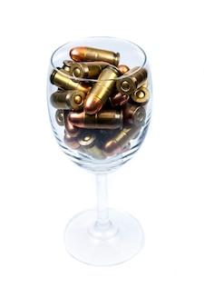 Munitions dans un verre à vin.