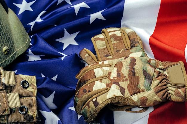 Munitions militaires sur le drapeau américain close up