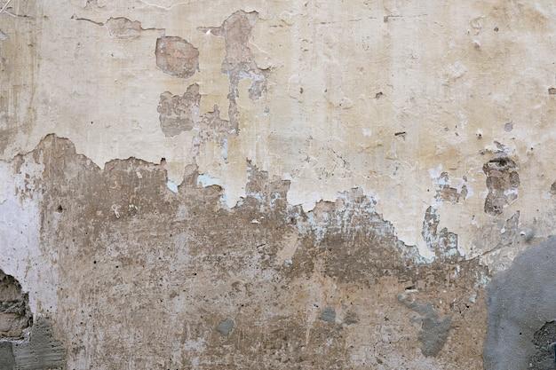Mur de béton brut avec pelage