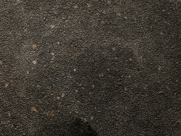 Mur de béton noir patiné