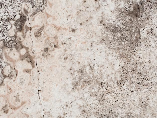 Mur de béton texturé patiné