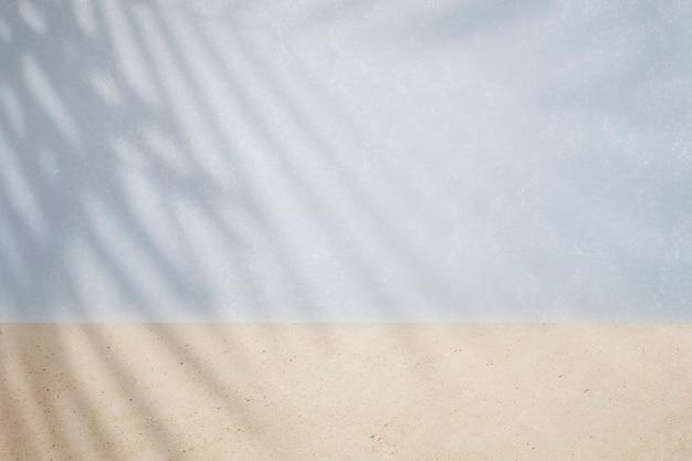 Mur bicolore avec ombre de feuille tropicale