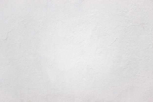 Mur blanc dans la rue, fond urbain de texture légère