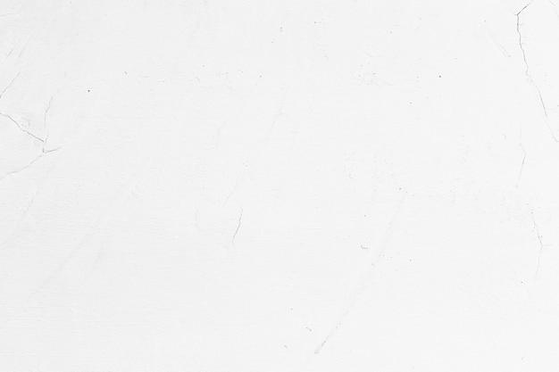 Mur blanc intérieur fissuré