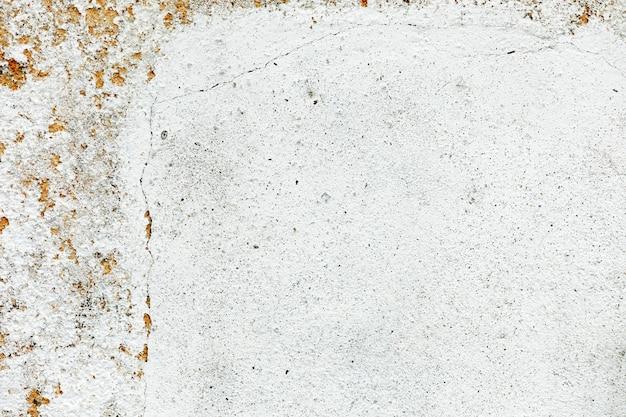 Mur blanc sale et vieux