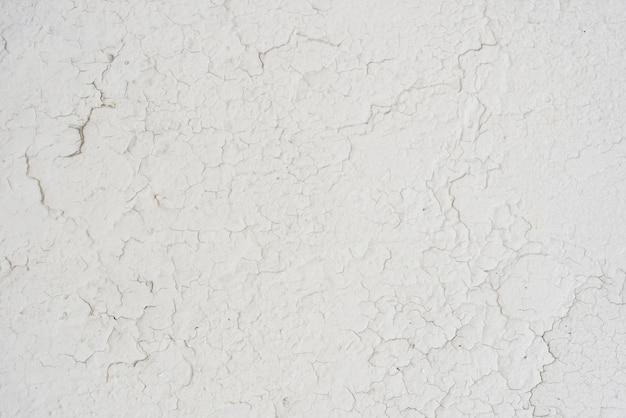 Mur blanc simple avec des fissures