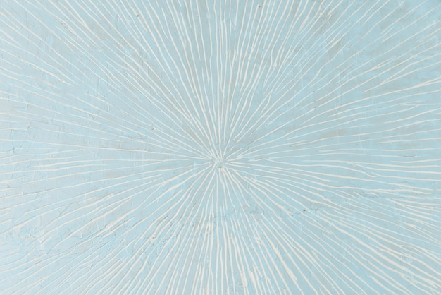 Mur bleu clair avec des rayures blanches au centre