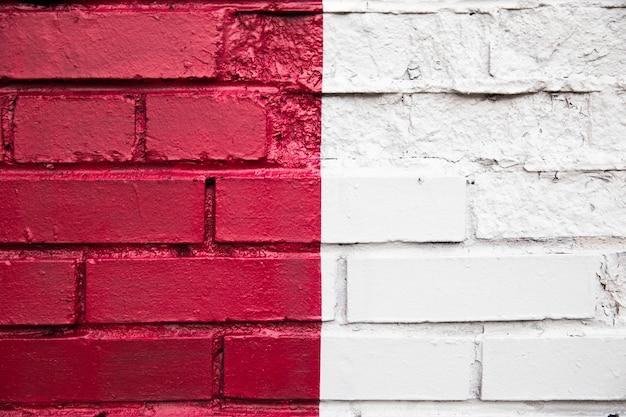 Mur de briques colorées à moitié peint