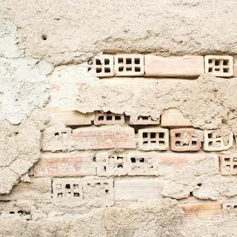 Mur de briques endommagées