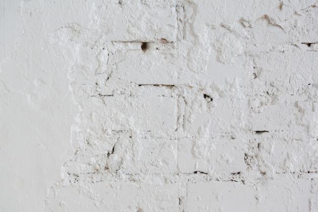 Mur de briques de fond et de texture peint avec de la peinture blanche ou du mastic dur