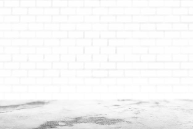 Mur de briques peint en blanc