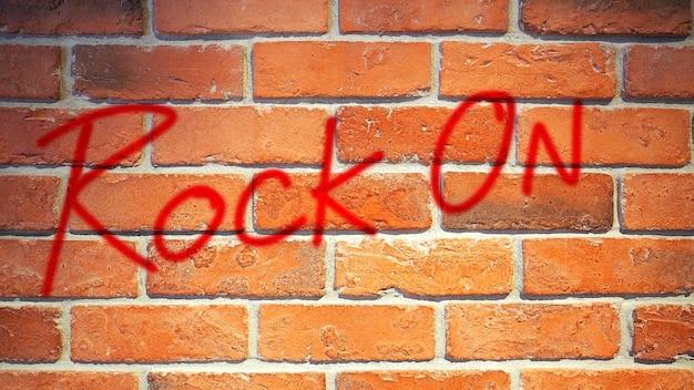 Mur de briques rouges et vieux gros plan de texture de surface rugueuse sale.