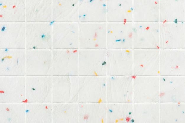 Mur carrelé coloré