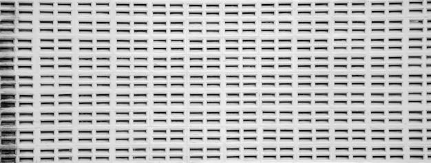 Mur de ciment blanc avec ventilation