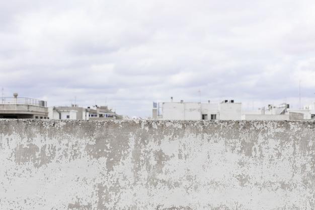Mur de ciment endommagé