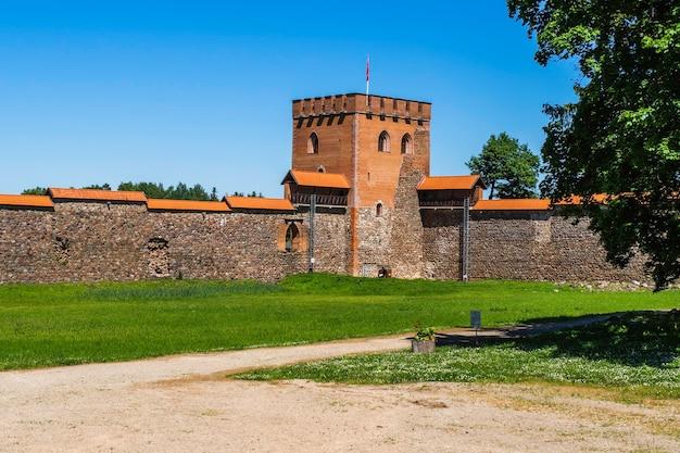 Mur défensif du château médiéval de medininkai, lituanie