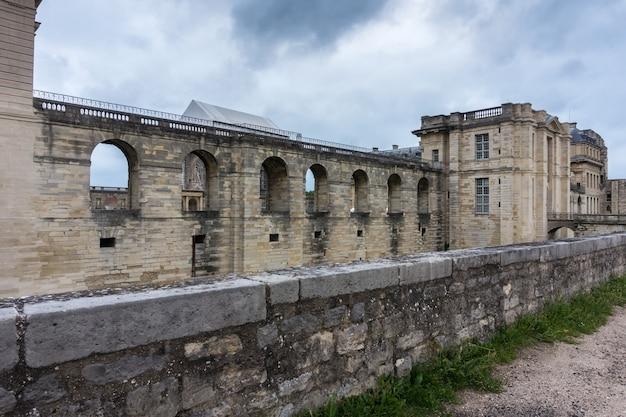 Mur du château de vincennes, paris. france. château de vincennes - forteresse royale 14ème - 17ème siècle