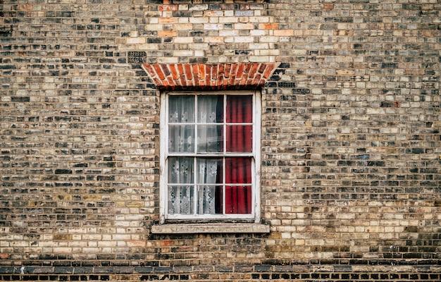Mur et fenêtre