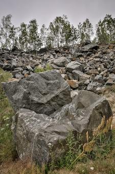 Mur de fond naturel en pierres de roche.