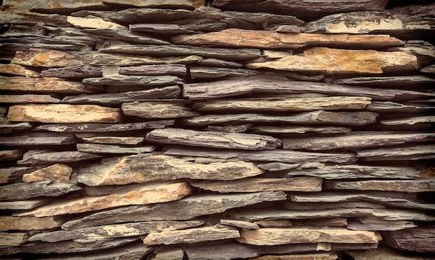 Mur de fond en pierre.