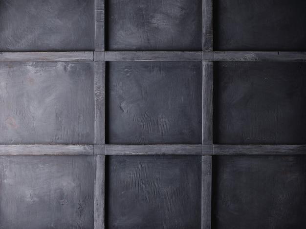 Mur de grenier gris. volets fermés. texture du bois