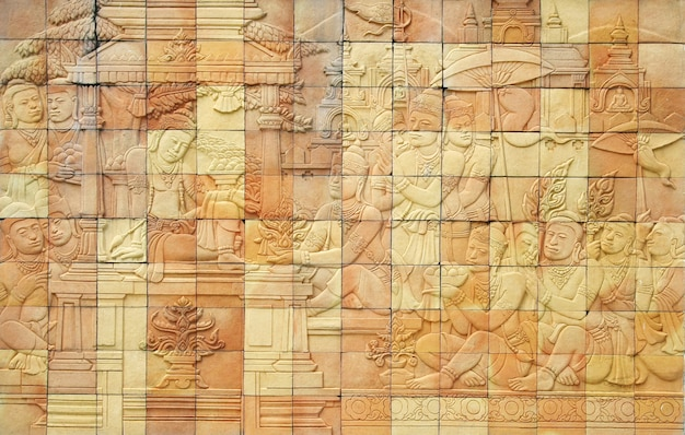 Mur d'histoire en pierre d'art dans le temple, thaïlande