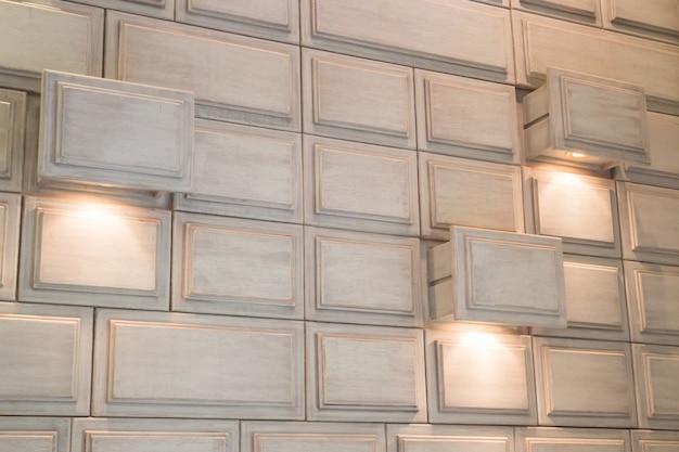 Mur intérieur de cubes blancs