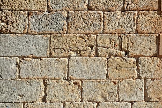 Mur de maçonnerie de château en pierre sculptée