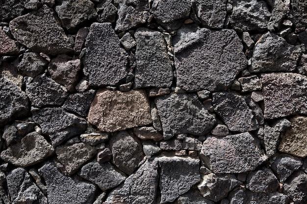 Mur de maçonnerie noir en pierre de lave de lanzarote