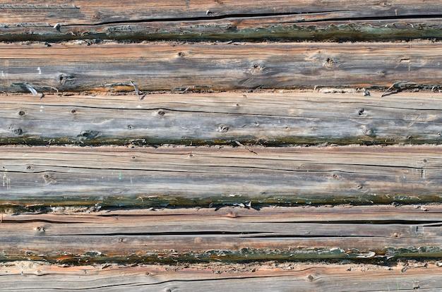 Mur de la maison rurale en rondins de bois