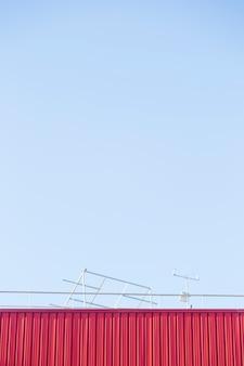 Mur métallique avec ciel