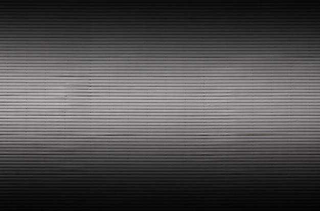 Mur métallique avec sources de lumière invisibles qui éclairent le milieu pour le placement du produit