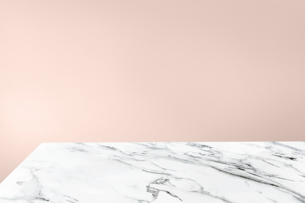 Mur orange pastel uni avec fond de produit de table en marbre blanc
