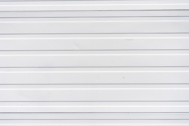 Mur en panneaux de métal blanc simple