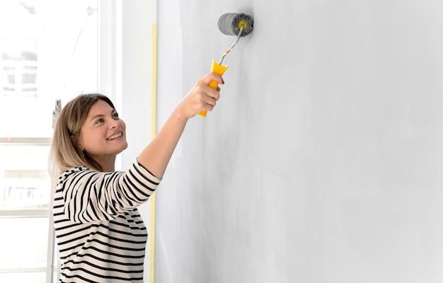 Mur de peinture femme smiley