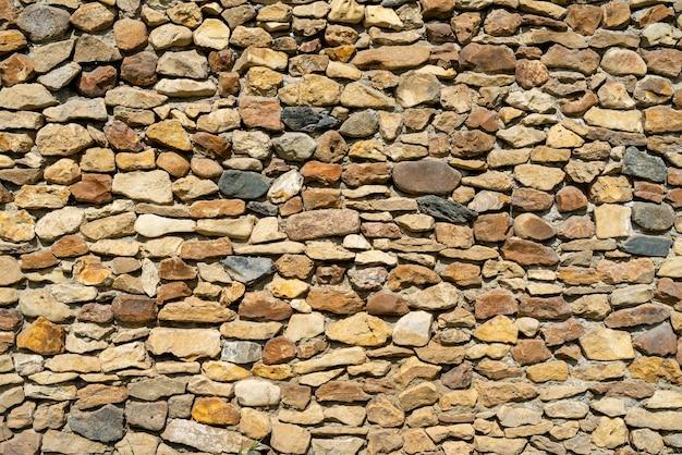 Mur de pierre jaune. abstrait naturel. surface de pierre inégale.