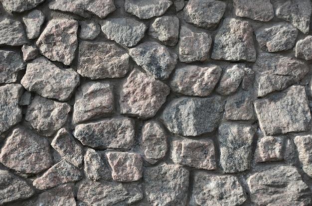 Mur de pierre patinée et brute