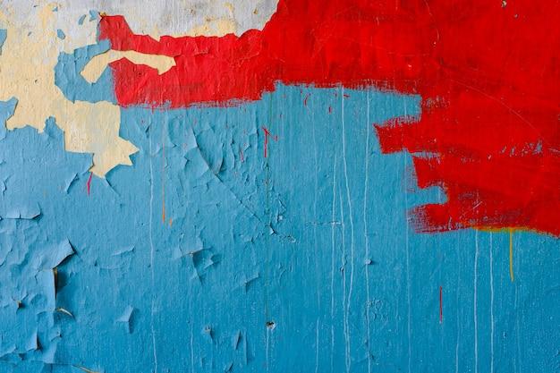 Mur de pierre avec de la vieille peinture bleue et rouge. fond grunge. photo de haute qualité