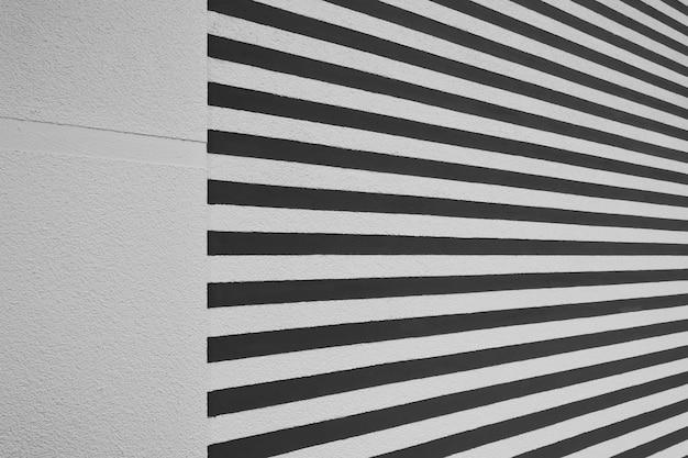 Mur de plâtre de stuc de fond rayé blanc et noir de texture