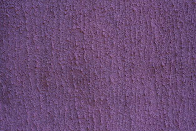Mur de plâtre violet. texture de mastic sur le mur