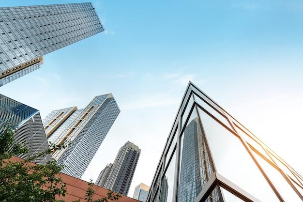 Mur rideau de verre de gratte-ciel dans le centre financier