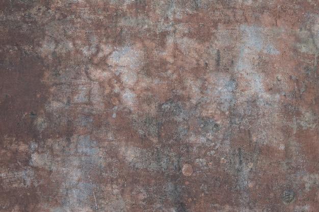 Mur rouge endommagé