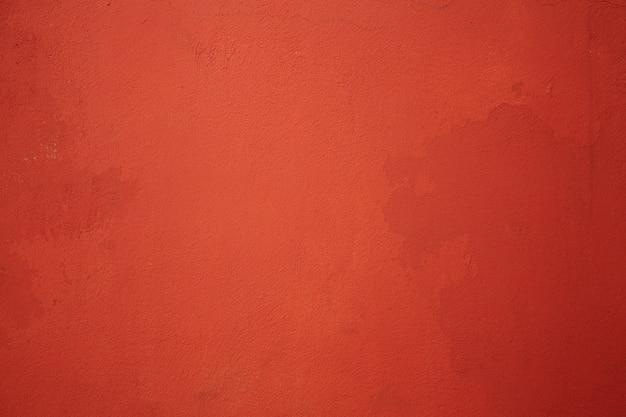 Mur rouge fissuré