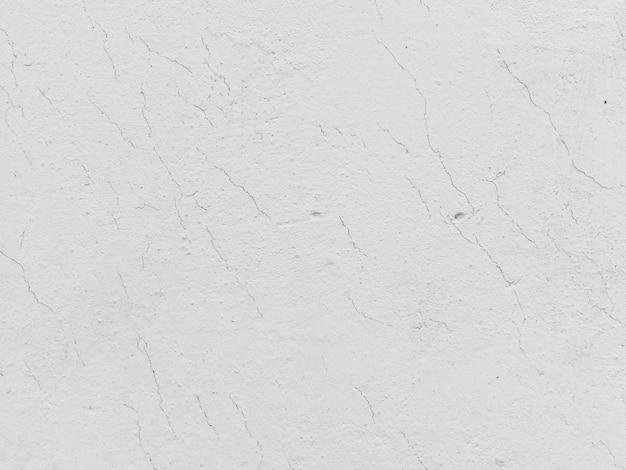 Mur texturé blanc fissuré