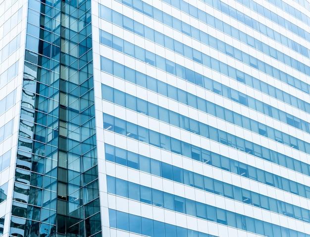 Mur de verre moderne d'immeuble de bureaux