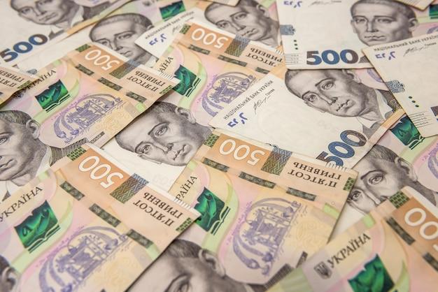 Murs d'argent ukrainien. 500 billets. hryvnia (uah). vue de dessus.